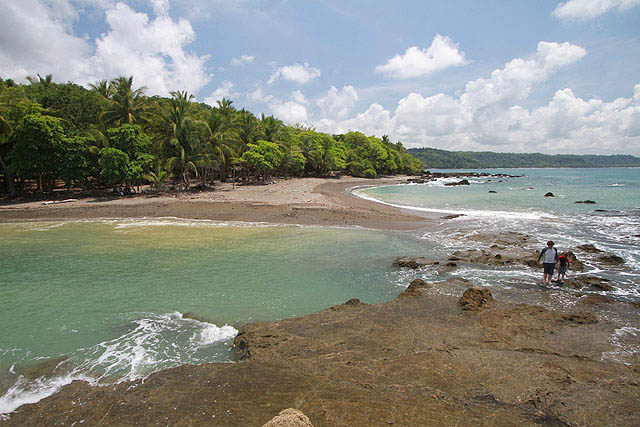 playa-las-rocas-costarica